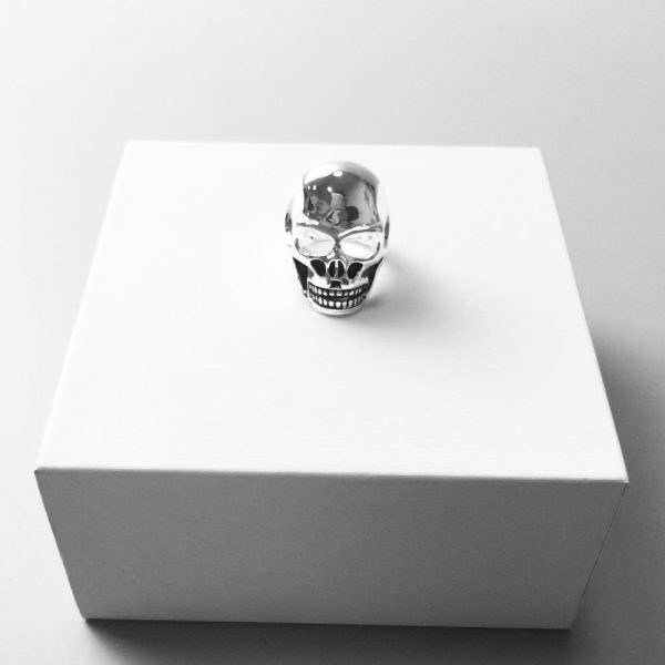 ring head of dead women buried money at sell